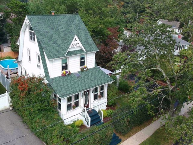 5 BR,  3.00 BTH Colonial style home in Copiague