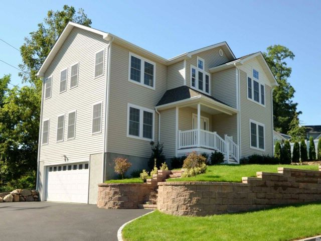 4 BR,  2.50 BTH  Colonial style home in Glenwood Landing