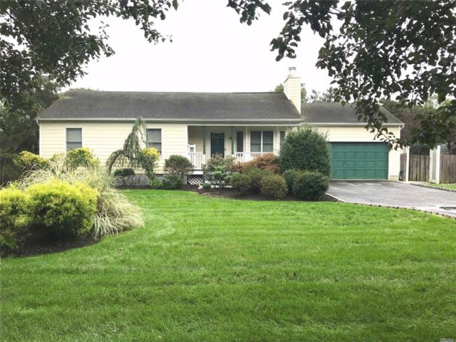 [Moriches Real Estate, listing number 3030675]