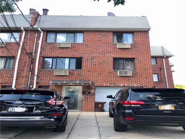 8 BR,  7.50 BTH Colonial style home in Ozone Park