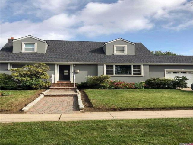 4 BR,  2.00 BTH Exp cape style home in Hempstead