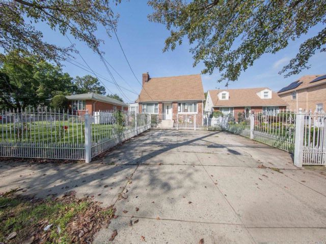 5 BR,  3.00 BTH Cape style home in Rosedale