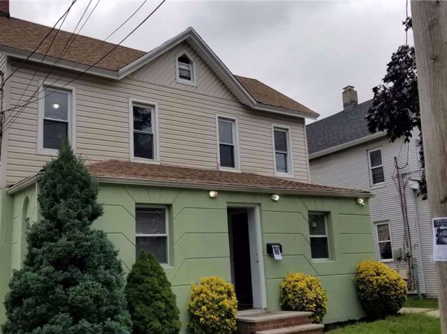 6 BR,  2.00 BTH 2 story style home in Freeport