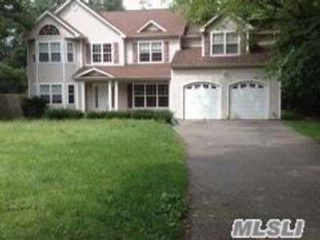 6 BR,  3.50 BTH  Colonial style home in Huntington