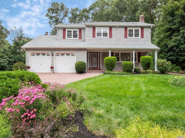4 BR,  2.50 BTH Colonial style home in Shoreham