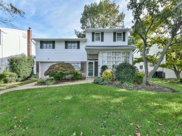 5 BR,  2.50 BTH  Split style home in East Meadow