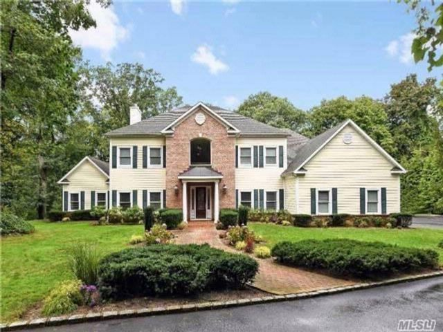 5 BR,  4.50 BTH  Colonial style home in Roslyn Harbor