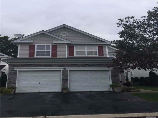 3 BR,  2.50 BTH Homeowner assoc style home in Middle Island