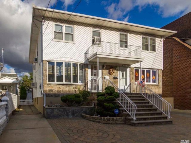 3 BR,  2.50 BTH  Colonial style home in Howard Beach