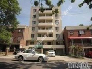 1 BR,  2.00 BTH Condo style home in Flushing