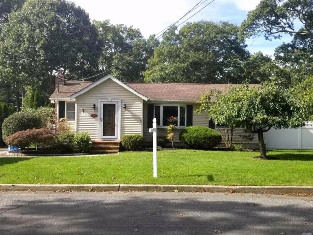 3 BR,  1.00 BTH Ranch style home in Nesconset