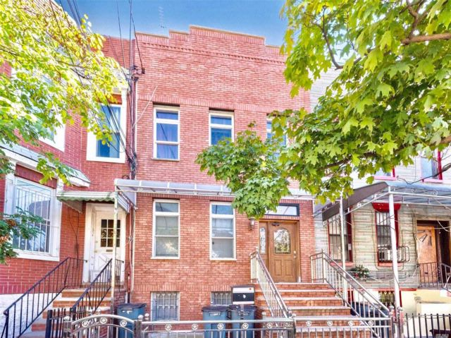 6 BR,  5.00 BTH Townhouse style home in Ridgewood