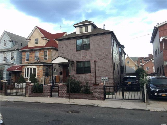 6 BR,  6.00 BTH Contemporary style home in Elmhurst