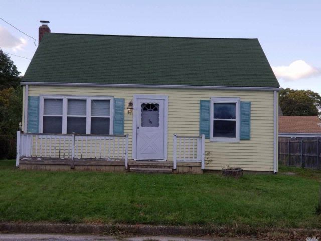 1 BR,  1.00 BTH  Ranch style home in Port Jefferson Station