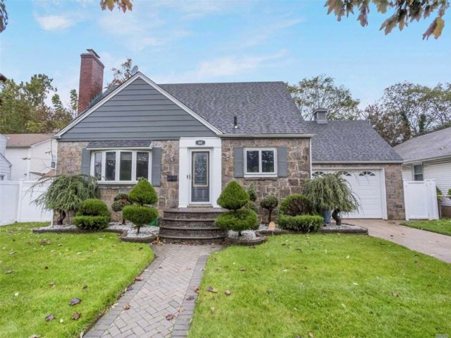 3 BR,  2.00 BTH Cape style home in Hempstead