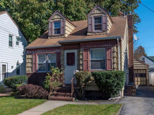 3 BR,  1.00 BTH Cape style home in Hempstead