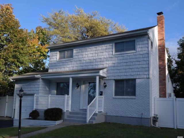 3 BR,  1.50 BTH Colonial style home in Smithtown