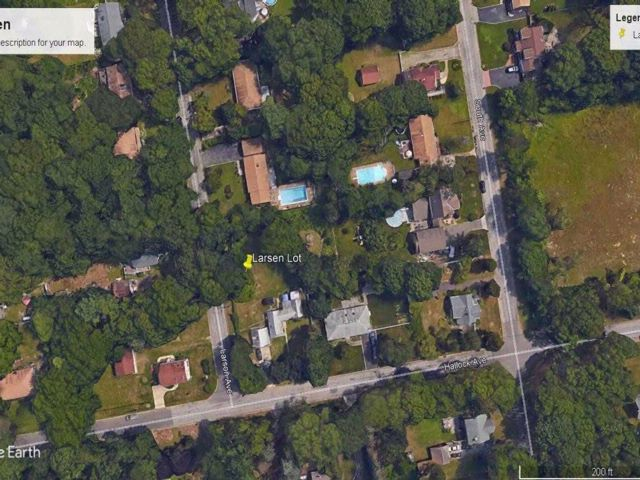 Lot <b>Size:</b> 100 X 150 Land style home in Smithtown