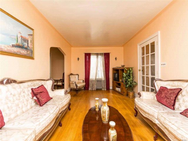 4 BR,  2.00 BTH Colonial style home in Springfield Gdns