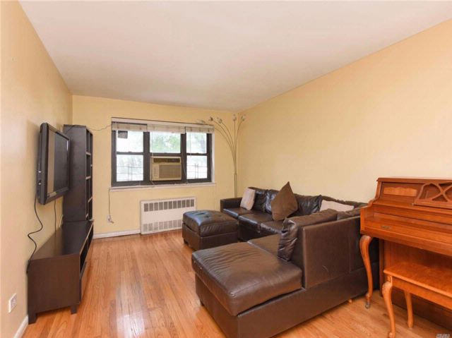 1 BR,  1.00 BTH Co-op style home in Flushing