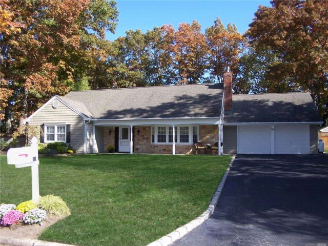 5 BR,  2.50 BTH  Farm ranch style home in Stony Brook