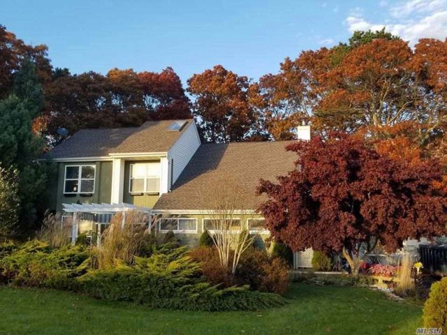 4 BR,  3.50 BTH Contemporary style home in Yaphank