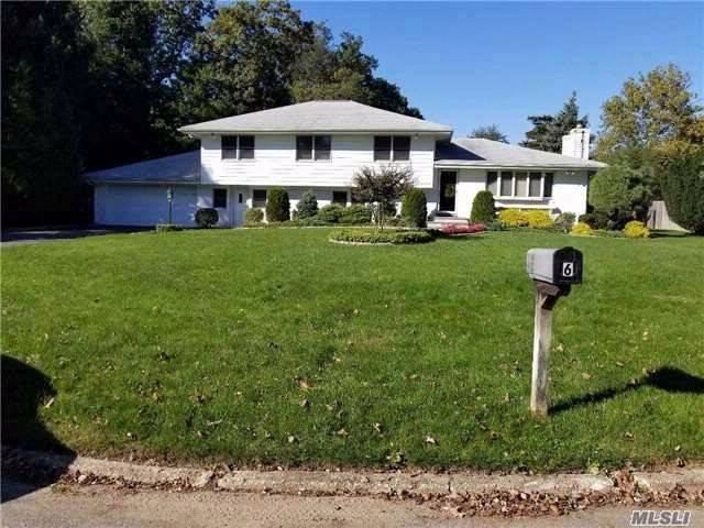 4 BR,  3.00 BTH Split ranch style home in East Northport