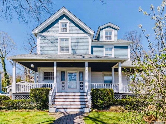 3 BR,  1.50 BTH Victorian style home in Roslyn Heights