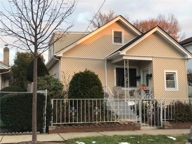 3 BR,  2.50 BTH  Exp cape style home in Queens Village