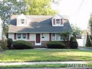 5 BR,  2.00 BTH  Exp cape style home in Wantagh