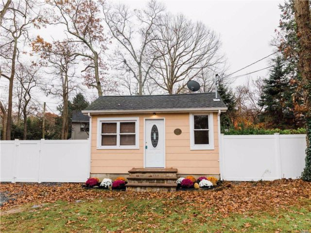 2 BR,  1.00 BTH Ranch style home in Miller Place