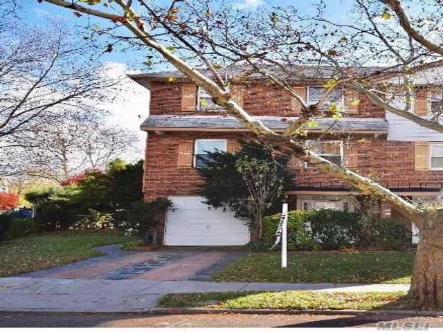 7 BR,  4.50 BTH  Split style home in Bayside