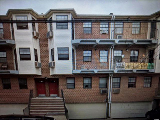 3 BR,  2.00 BTH  Condo style home in Howard Beach