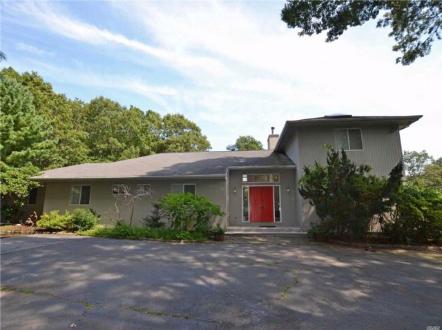 6 BR,  6.50 BTH Contemporary style home in East Quogue