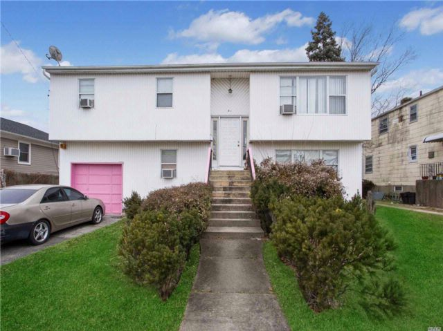 3 BR,  3.00 BTH  Hi ranch style home in East Rockaway