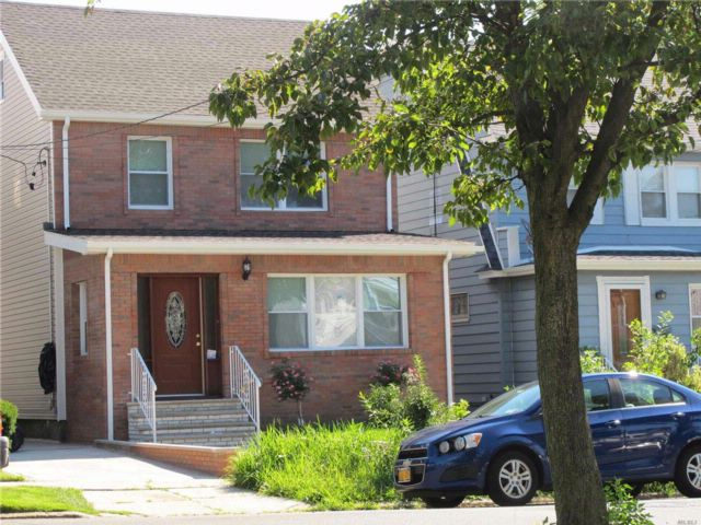4 BR,  2.55 BTH Colonial style home in Queens Village N