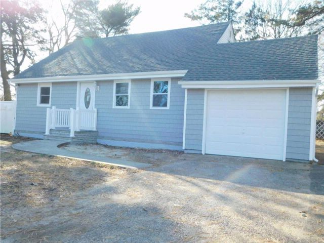 4 BR,  3.00 BTH Cape style home in Wyandanch