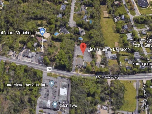Lot <b>Size:</b> 251X321 Land style home in Moriches