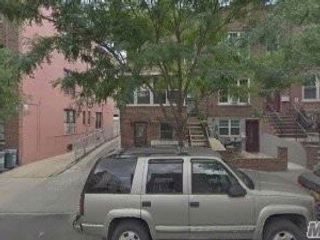 4 BR,  2.50 BTH  Townhouse style home in Astoria