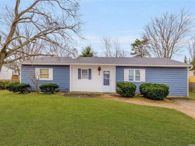 4 BR,  2.00 BTH  Ranch style home in Centereach