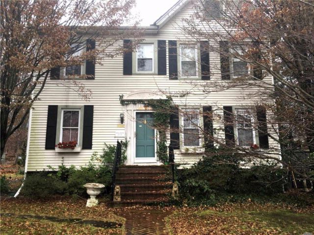 6 BR,  4.00 BTH Colonial style home in Port Jefferson