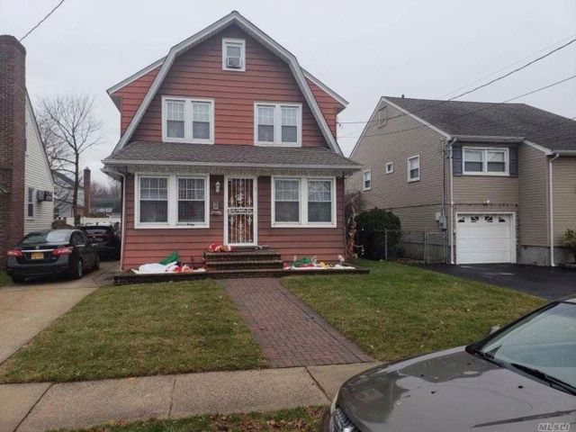 4 BR,  1.50 BTH Colonial style home in Malverne