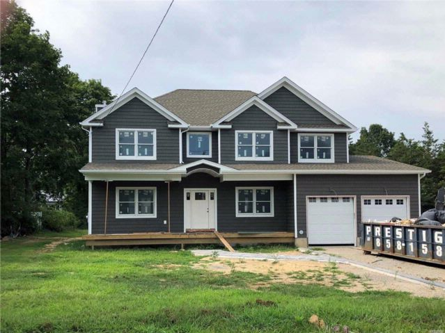 5 BR,  3.00 BTH Post modern style home in East Northport