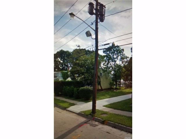 [Westbury Real Estate, listing number 3037325]