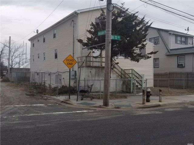 8 BR,  4.00 BTH Colonial style home in Arverne