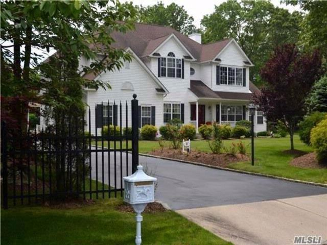 5 BR,  4.50 BTH Post modern style home in Miller Place