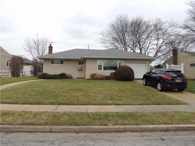 3 BR,  1.00 BTH Ranch style home in Seaford