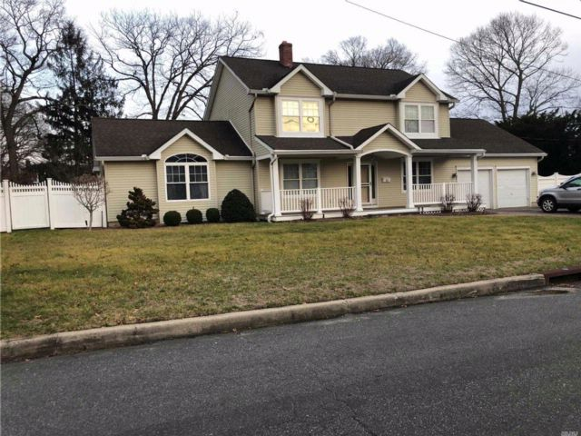 4 BR,  2.00 BTH Colonial style home in Kings Park