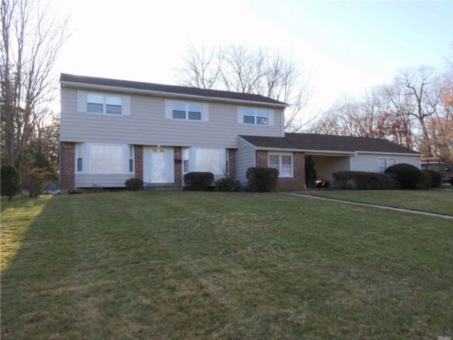 5 BR,  2.50 BTH  Colonial style home in Commack