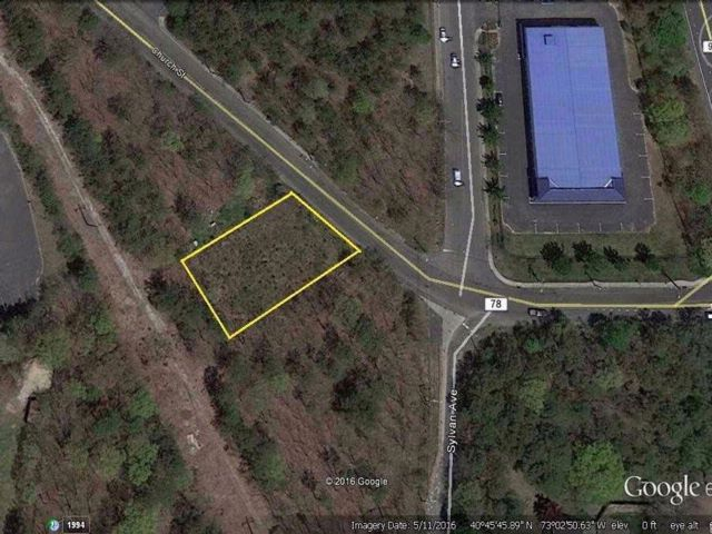Lot <b>Size:</b> 100X0 Land style home in Bayport